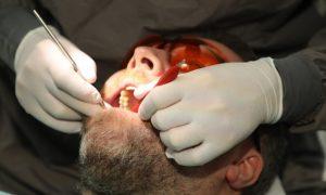 Kombinasjonen covid-19 og tannfestesykdommen periodontitt kan være ekstra alvorlig